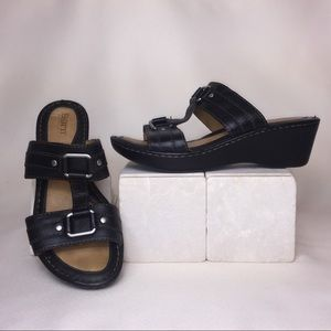 NWOT Born Leather T-strap Slip On Wedge Sandals